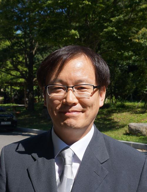 이진욱 교수 사진