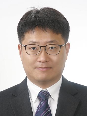 유천 교수 사진