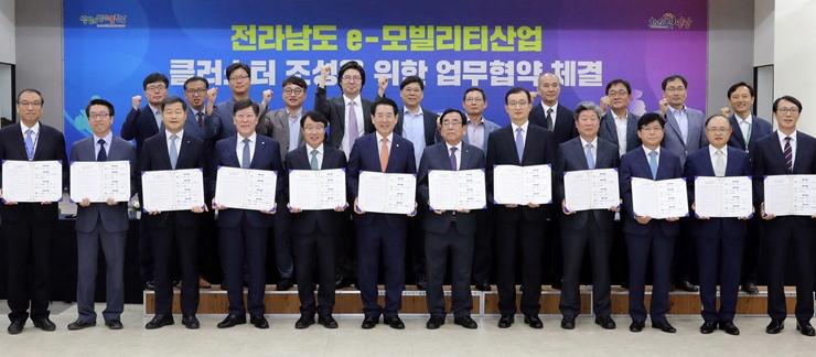 목포대, 전남도 등 12개 기관과 e-모빌리티 산업 발전 업무협약