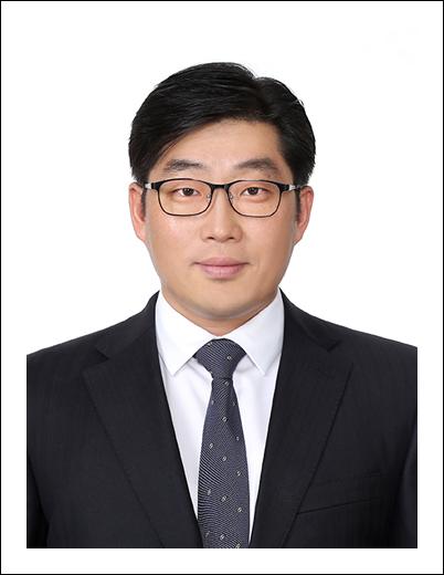 홍석한 교수 사진